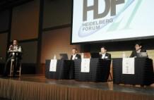 スマートファクトリーの実現をテーマにパネルディスカッションも開催(左からハイデルベルグ・ジャパンの水野社長、ジャパン・スリーブの岡部顧問、クイックスの岡本社長、ベッコフオートメーションの川野社長)