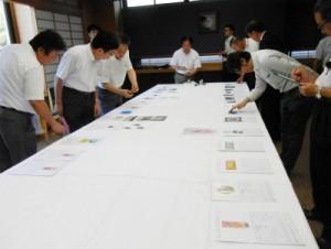 今年8月6日に行われたシールラベルコンテスト審査会のもよう(上野精養軒にて)