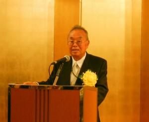 長寿者を代表してあいさつする板橋支部の松尾氏