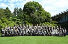明治記念館の庭での恒例の記念写真
