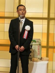 抱負を語る小松秀敏新社長