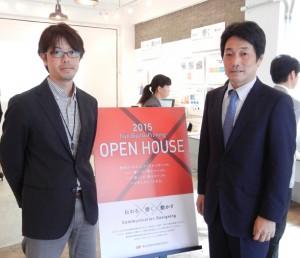 10月に開催されたオープンハウスで。山本社長(右)と及川氏
