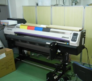 Tシャツ事業の生産強化で増設した「JV300-130」