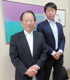中村健一社長(左)と商品企画室中村洋平氏