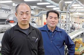 総合工場の荒井部長(右)とバイディングセンターの小高部長