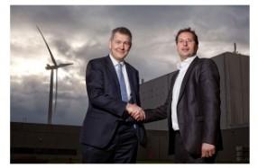 左:チルバーグ工場のピーター・ストルイク工場長、右:Eneco社のマルク・ファン・デル・リンデン取締役