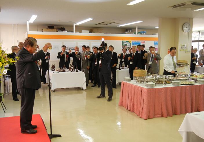 リョービ・浦上浩氏による乾杯の発声(記念祝賀会で)