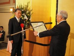 表彰を受ける吉田元岩手工組理事長