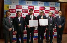 中央から左へ 高知県 尾﨑知事、松尾産業振興推進部長、伊藤観光振興部長、