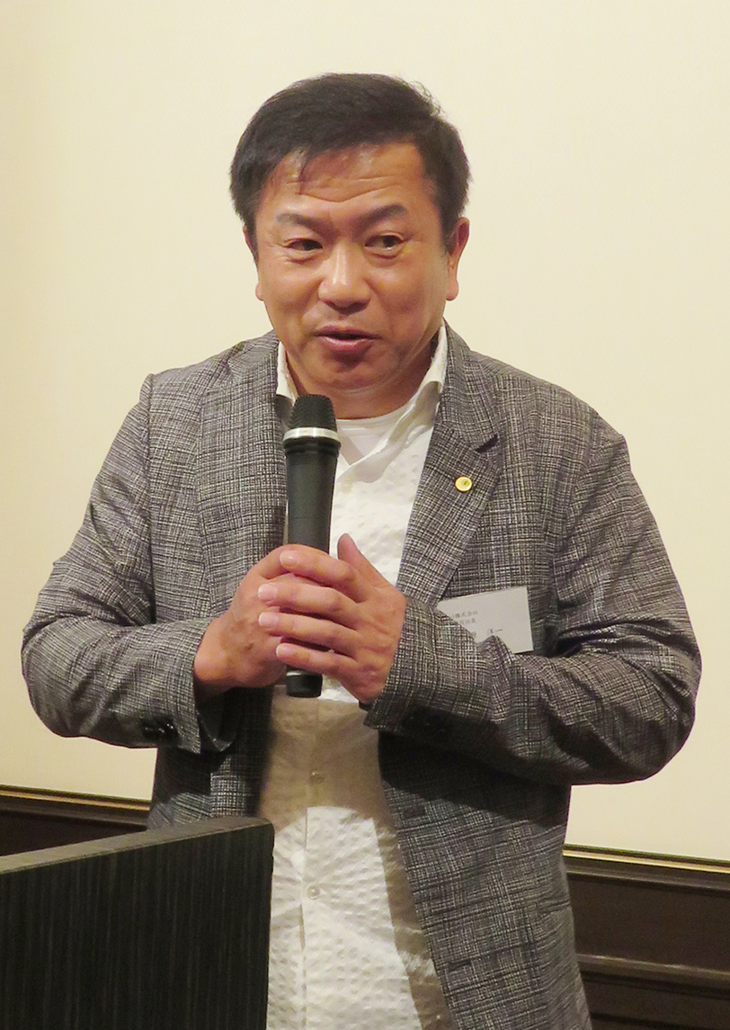 総会後に行われた後援会では、プリントネットの小田原洋一社長がこれからの印刷ビジネスについて語った
