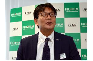 発表する松本社長