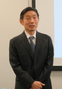 挨拶する田畠会長