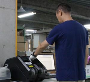ウエーブで活躍するテープクリエーター(滋賀事業所)