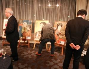 パーティー会場では、収蔵品のポスターなども展示