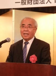 来賓を代表して挨拶する印刷博物館の樺山館長