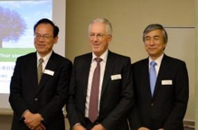 ルドルフ・ミューラー氏(中央)、宮崎靖好氏(左)、五反田隆氏(右)