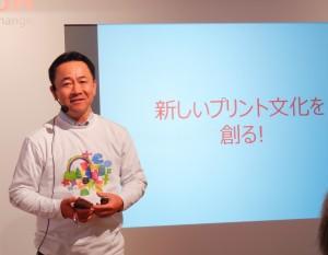 新しいブリント文化をつくるRICOH Ri100について解説する森田本部長