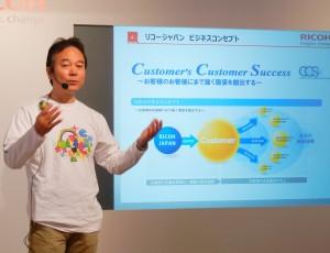 RICOH Ri 100で出来ることについて紹介した武田本部長