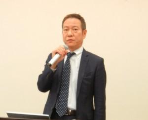 調査結果について報告する市場調査委員会・石井啓太委員長