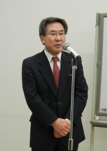 挨拶する花井理事長