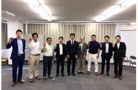 山本実行委員長(真中)と各ブロックメンバー