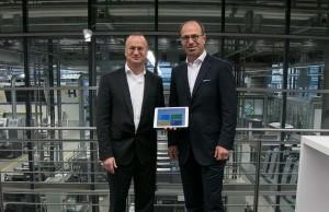 ハイデルベルグ セールスエクセレンス責任者トム・オルスナー(左)、ハイデルベルグ 最高デジタル責任者 ウルリッヒ・ヘルマン博士