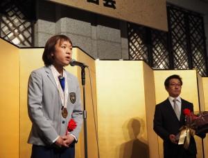 帰朝報告する早瀬選手(左、亜細亜印刷)とエキスパートの大塚氏(亜細亜印刷)
