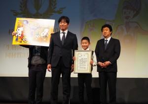 未来の印刷大賞最優秀賞を受賞した杉山京士郎くん(右から二人目)