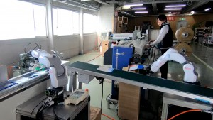 反転とフィーダー用ロボット