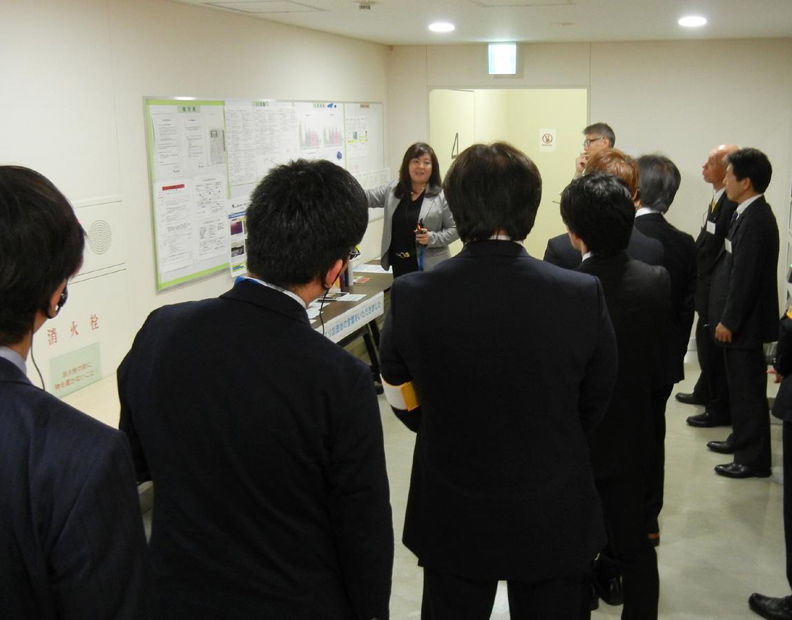 戸田工場の見学会では各種環境活動やCSR活動についてもつぶさに紹介された