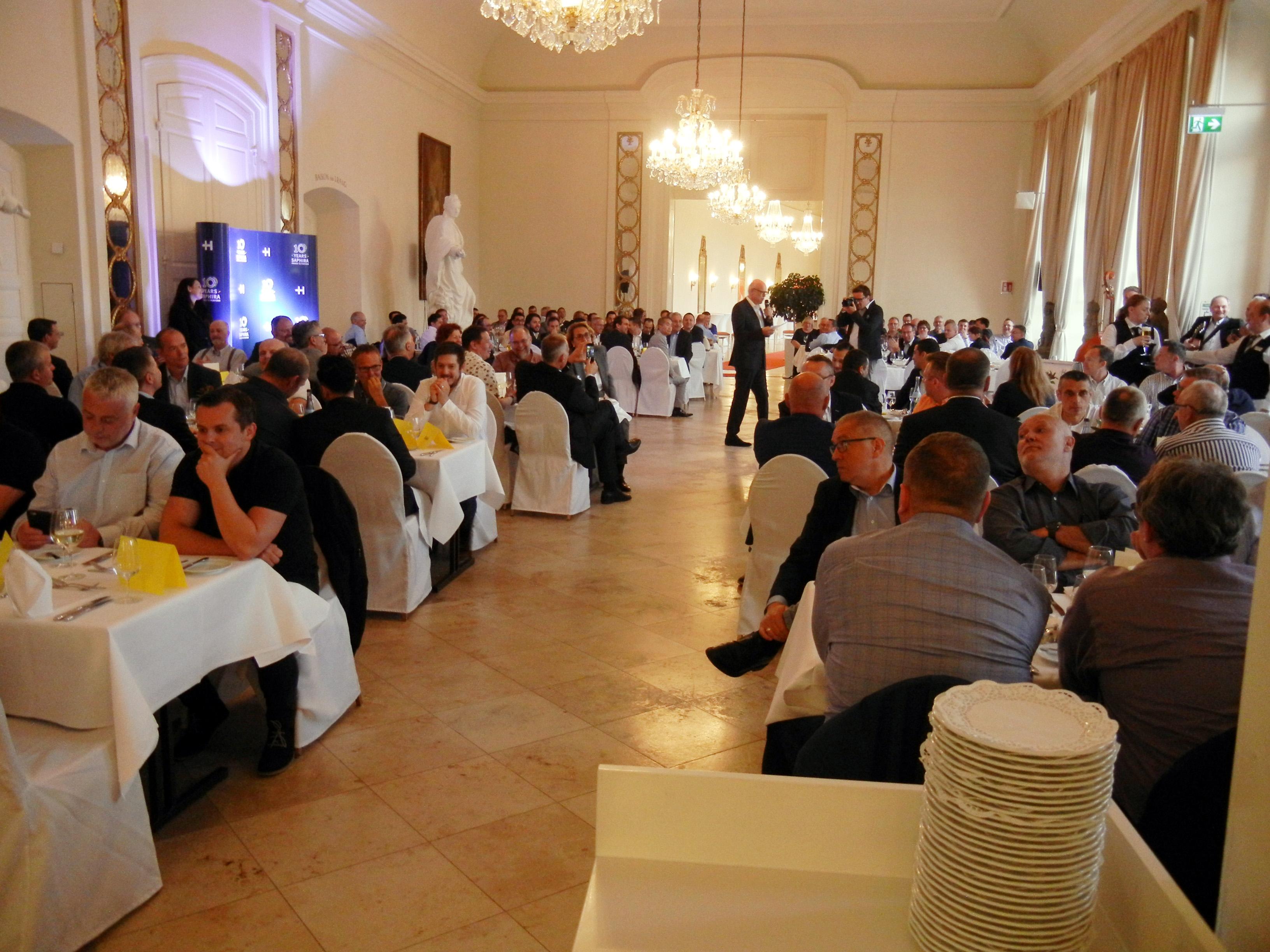 前日におこなわれたウエルカムディナーには約300人が出席
