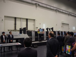 H-UV L搭載A全判反転機構付8色オフセット印刷機『リスロンG37P』