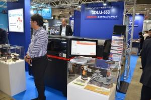 フルカラー3Dプリンターを展示するモトヤ