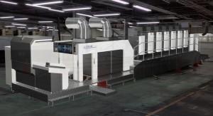 現実の工場内に大型印刷機の3Dイメージを実物大で投影