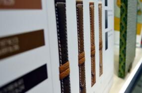 革製品のサンプル。スティッチ部の細部も表現