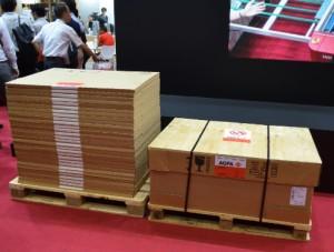 右がExpert Loder用に供給される1,200版のパレット