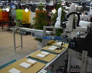 参考出品の双腕型協働ロボット