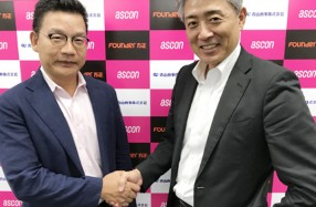 方正㈱代表取締役社長 管祥紅氏(左)と㈱アスコン 代表取締役社長中原貴裕氏