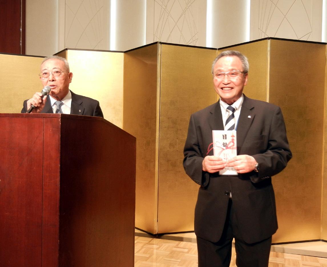 """""""90周年""""を記念して、ショーワからジャグラへ90万円を寄贈"""