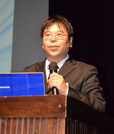 『これからの10年』の方針を発表するJ SPIRITSの地代所伸治社長