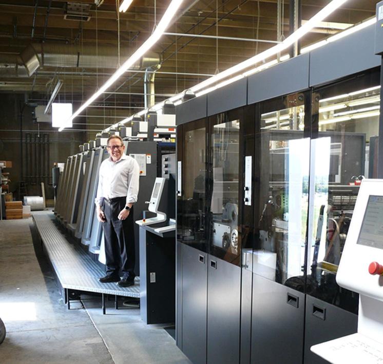 ロス4マーケティング社はハイデルベルグカットスター75を導入した。エリック・ロス氏は、印刷機はロールシーター付以外には投資しない。新スピードマスターXL75-8-P+Lは主に用紙代を節約するために今回導入した。