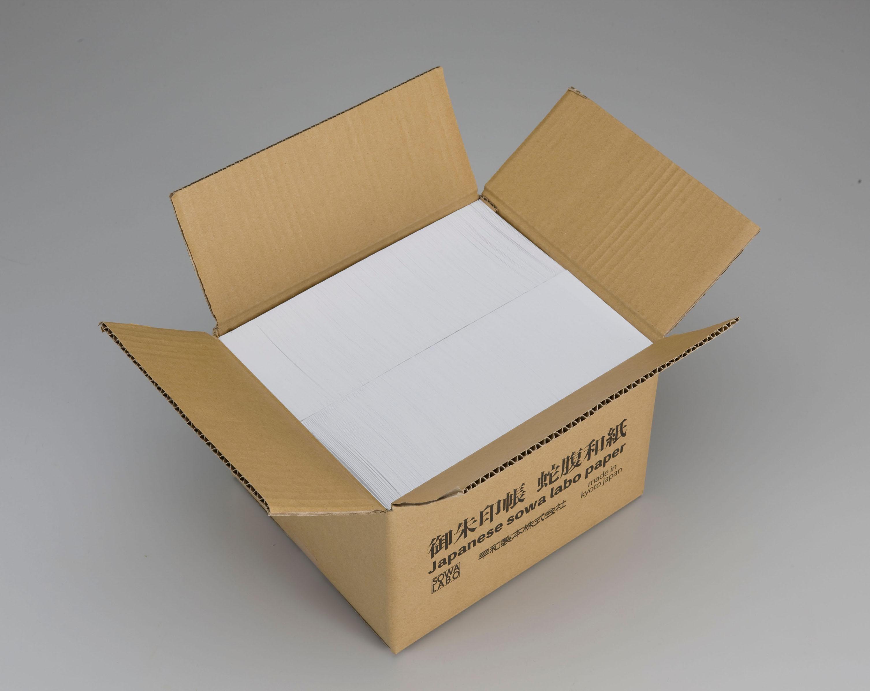 御朱印帳50冊分相当の用紙が箱詰されて納品される