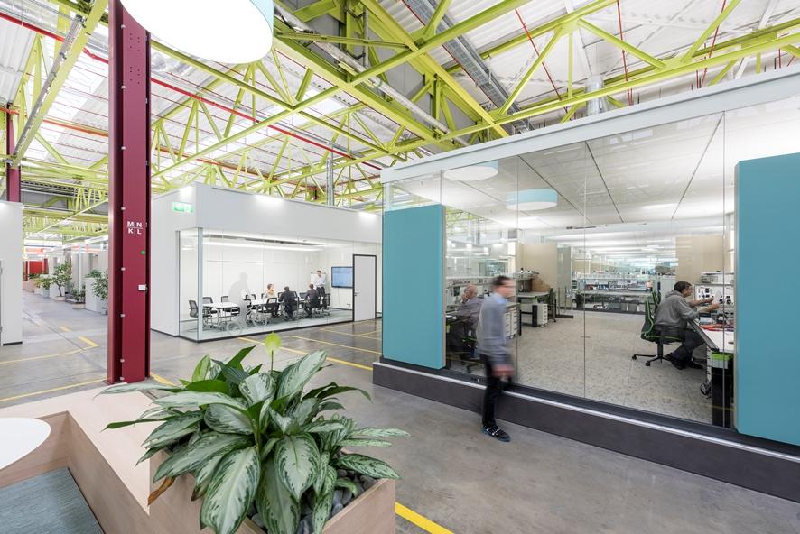 新しいハイデルベルグのイノベーションセンターは、業界の最先端を行くイノベーションセンターで、元生産棟にあるオフィスエリアは13のセクションで構成されている