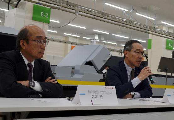 発表する富士ゼロックス常務執行役員の高木純氏(左)、執行役員の麻生修司氏