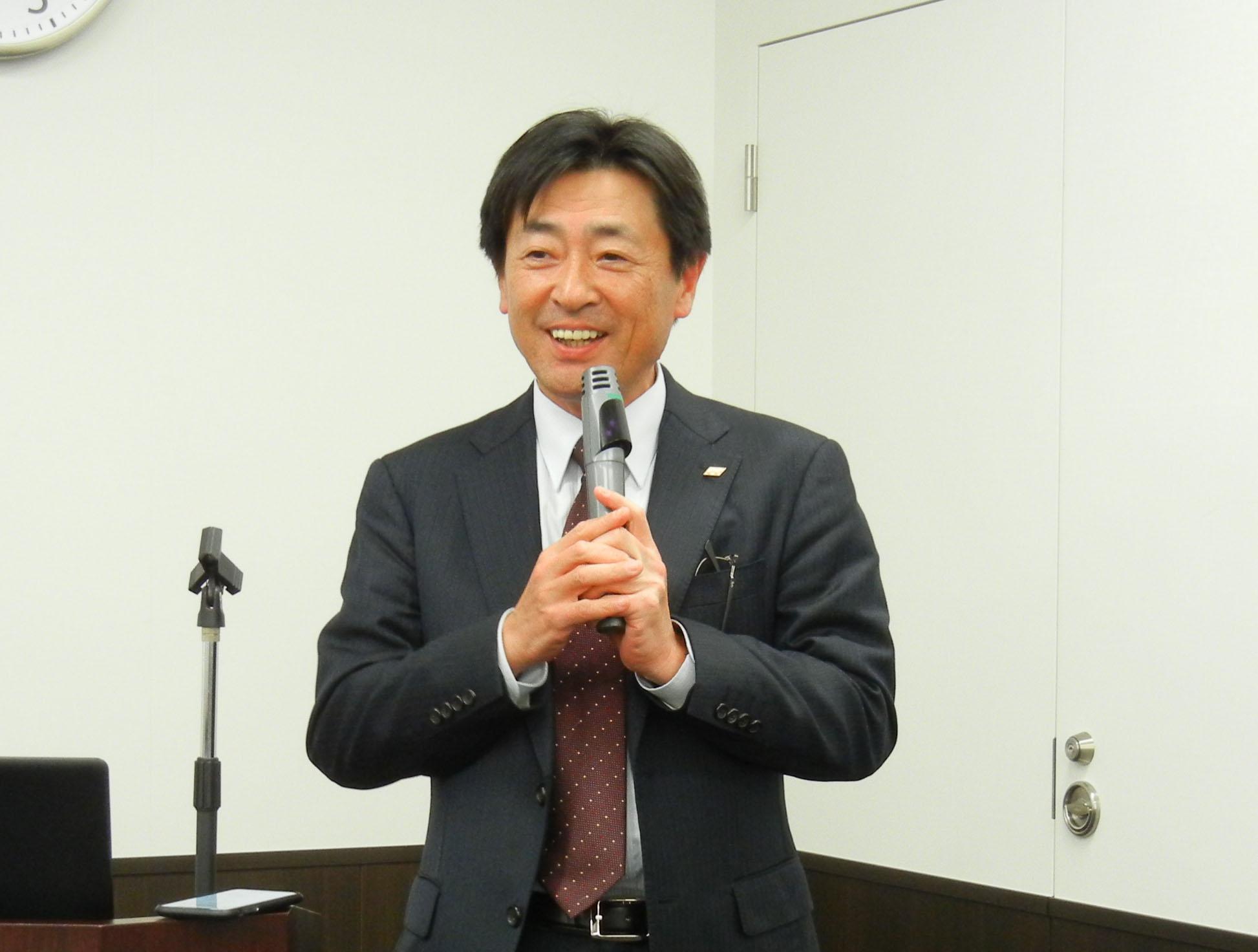 ユーザー会の冒頭あいさつする西川会長