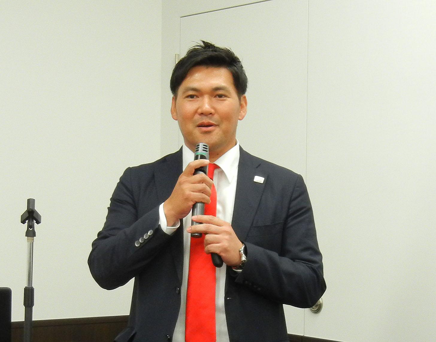今年のアグフアの所信を表明した日本アグフア・ゲバルトの岡本社長
