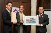 トッパン・フォームズは、京都市に「京都・ボストン姉妹都市提携60周年記念」として「東海道五拾三次絵巻」を寄贈