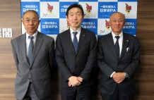 日本WPAの田畠会長(中央)、奥副会長(右)と小川事務局長