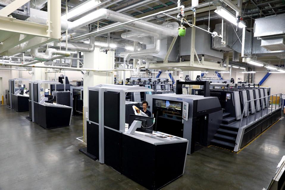 3台のXL106が並ぶウエマツ様 戸田工場