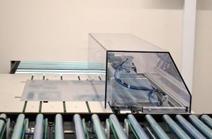 手前が最大2,400版装填可能のエキスパート・ローダー『プレート トランスポーテーション システム』